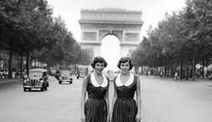Phong cách dạo phố đẳng cấp của các quý cô xưa