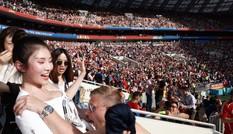 'Kim Kardashian' Hoa ngữ hốt hoảng vì bị nam CĐV World Cup sấn sổ