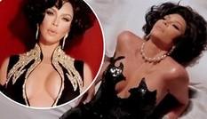 Kim Kardashian ngực đầy hở bạo hóa thân thành Elizabeth Taylor
