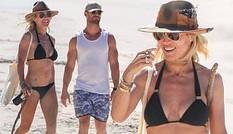Vợ 'Thần Sấm Thor' mặc bikini dạo biển cùng chồng bất chấp dịch COVID-19