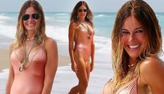 Cựu siêu mẫu Kelly Bensimon 52 tuổi thả dáng 'bốc lửa' trên biển