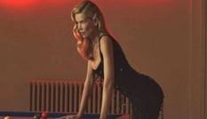 Đường cong tuổi 50 của siêu mẫu huyền thoại Claudia Schiffer