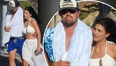 Leonardo DiCaprio tình tứ ôm eo bạn gái kém 23 tuổi dạo biển