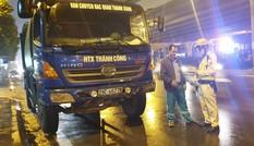 Hình ảnh hàng loạt 'xe vua' chở rác bị xử phạt ở Hà Nội