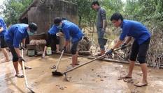 150 Sinh viên Nghệ An hỗ trợ nhân dân Hà Tĩnh khắc phục hậu quả sau mưa lũ