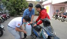 Thành Đoàn TP. HCM tặng dung dịch sát khuẩn cho các trường học