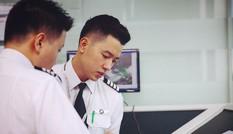 Chàng phi công điển trai, với bảng thành tích nhiều người mê
