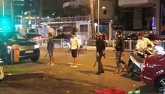 Nhóm thanh niên mang súng, mã tấu bắt người ở trung tâm Sài Gòn