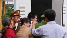 9 nam sinh cưỡng bức bạn gái