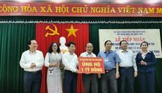 Bộ trưởng Phùng Xuân Nhạ thăm, tặng quà hỗ trợ học sinh, trường học ở Bình Định