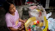 Cảm động bé gái 11 tuổi nhặt phế liệu gom tiền giành tặng bố mẹ lễ thất tịch đáng nhớ