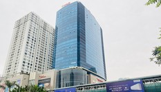 Đường phố Hà Nội vắng vẻ trong ngày đầu tuần đi làm mùa dịch COVID-19