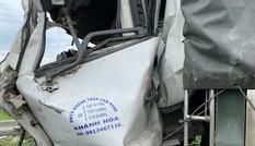 Công nhân vất vả dọn dẹp hiện trường vụ tai nạn thảm khốc ở Bình Thuận