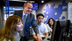 Dịch COVID-19 quay trở lại, trường đại học dạy trực tuyến ở năm học mới