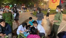 Hà Nội bắt buộc người dân đeo khẩu trang nơi công cộng