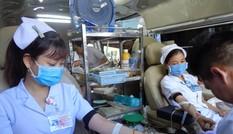 Hơn 200 nhân viên y tế hiến máu cứu người