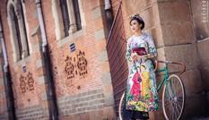 'Bản sao' của Hoa hậu Mai Phương Thúy cuốn hút trong tà áo dài vui Tết