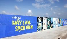 Giới trẻ hoàn thành bức tường vẽ thiết kế poster 'Hãy làm sạch biển'