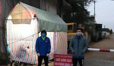 Nhóm nam sinh tình nguyện trắng đêm trực chốt phòng chống dịch COVID-19