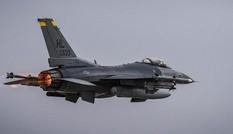 Việc phi công tiêm kích F-16 thua 5-0 trong không chiến với AI nói lên điều gì?