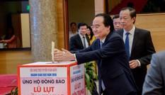 Lãnh đạo Bộ GD - ĐT quyên góp, ủng hộ đồng bào miền Trung