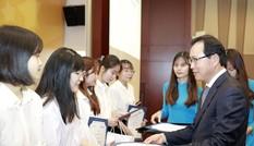 Tặng 135 suất học bổng cho sinh viên chuyên ngành tiếng Hàn