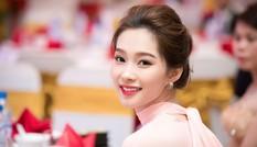 Hoa hậu Thu Thảo đẹp 'trong veo' với váy hồng pastel