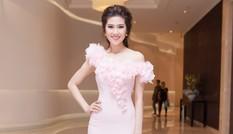 Siêu mẫu Thu Hằng quyến rũ với váy hồng pastel