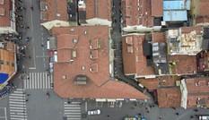 """Toà nhà """"mỏng như tờ giấy"""", chỗ hẹp nhất chỉ 20cm"""