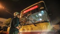 Cận cảnh quy trình vệ sinh, khử khuẩn xe buýt ở Hà Nội
