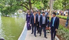 Bí thư Thành ủy Hà Nội gắn biển công trình cải tạo, chỉnh trang hồ Hoàn Kiếm