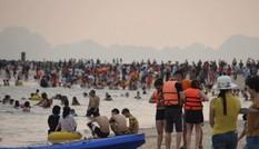 Quảng Ninh: 2 du khách bị đuối nước khi tắm biển