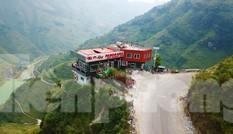 Bất ngờ công trình 'chui' trên đỉnh Mã Pì Lèng được huyện coi là điểm du lịch