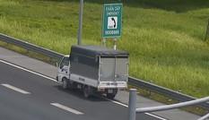 Lạnh gáy chứng kiến nữ tài xế lái xe tải đi lùi 1km trên cao tốc Hà Nội-Hải Phòng