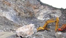 Bị đá rơi trúng người, hai công nhân khai thác đá tử vong