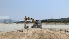 Bất chấp chỉ đạo, 'cát tặc' vẫn vô tư đào xới hồ thuỷ lợi ở Khánh Hoà