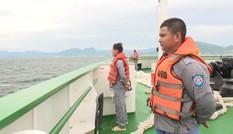 Đang lai dắt 1 tàu cá Bình Định gặp nạn trên biển Khánh Hoà vào bờ