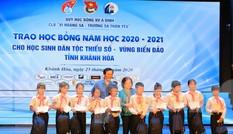 Trao 220 suất học bổng Vừ A Dính cho học sinh tỉnh Khánh Hoà