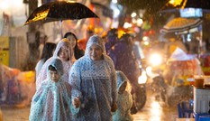 Miền Bắc, miền Nam đón mưa lớn trong đêm trung thu