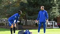 Chelsea gây sốc, điền tên huyền thoại Petr Cech dự Ngoại hạng Anh