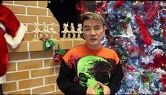 Đàm Vĩnh Hưng gây 'sốt' khi đeo bờm tuần lộc trang trí biệt thự đón Giáng sinh