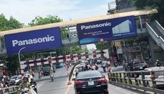 Biển quảng cáo vi phạm trên cầu vượt Hà Nội: Thanh tra Sở VH-TT bị 'bịt mắt'?