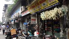 Chợ trời ở Hà Nội: Tấp nập mua bán, lấn chiếm lòng đường