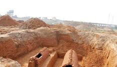 Cận cảnh khu vực phát lộ mộ cổ