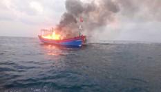 BĐBP Quảng Trị vượt sóng to, gió lớn cứu 7 thuyền viên tàu cá Nghệ An bị hỏa hoạn