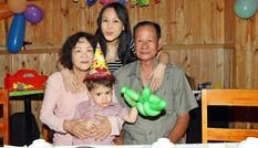 Việt Hương khoe con trai nuôi kháu khỉnh