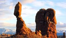 Những khối đá thăng bằng kỳ lạ