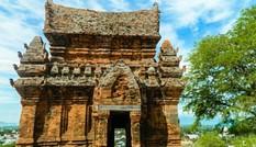 Ninh Thuận cấm du khách mặc áo xuyên thấu