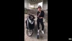 Chơi ngông: Khoe nhà có điều kiện, cô gái đổ xăng đốt xe