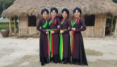 Dàn thiếu nữ Bắc Ninh mặc áo tứ thân tới tấp nhận được lời khen